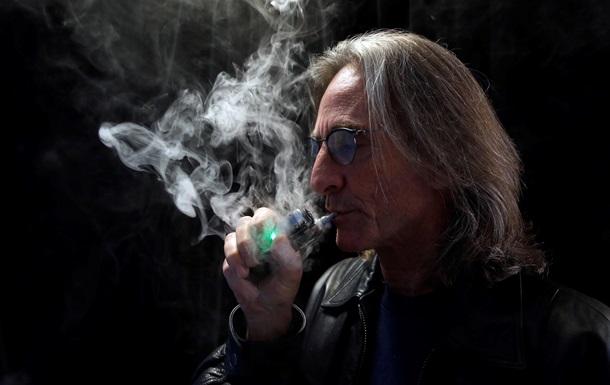 Вчені розповіли про шкоду електронних сигарет