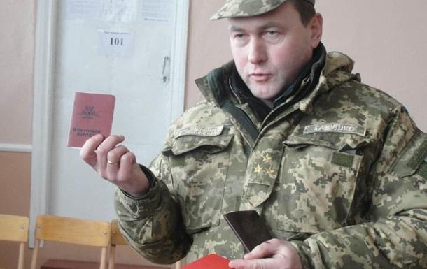 В Славянске силовики показали школьникам паспорта якобы российских военных