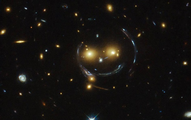 Hubble сфотографировал космический смайлик