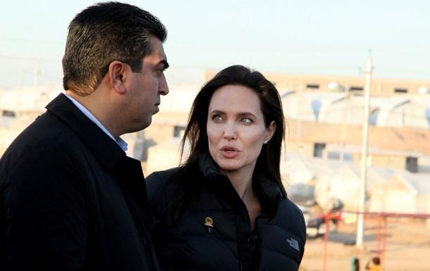 Джолі відкрила центр боротьби із секс-насильством у зонах бойових дій