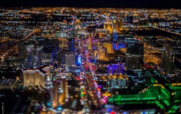 Фотограф запечатлел огни Лас-Вегаса с высоты более  трех километров