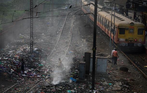 Під час аварії поїзда на півдні Індії загинули 10 людей