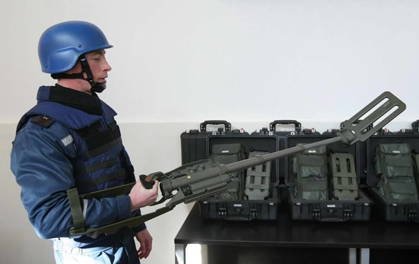 Германия передала металлоискатели для разминирования в зоне АТО