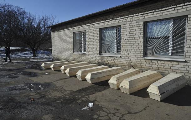 Волонтеры за сутки вывезли из Дебальцево тела 17 военных