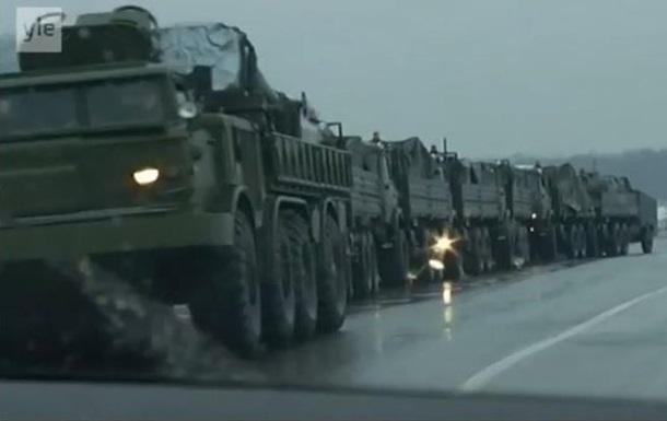 Журналісти зняли колону військової техніки РФ недалеко від України