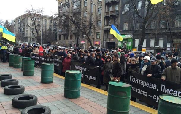 Финансовый Майдан  пикетирует НБУ: принесли шины и бочки