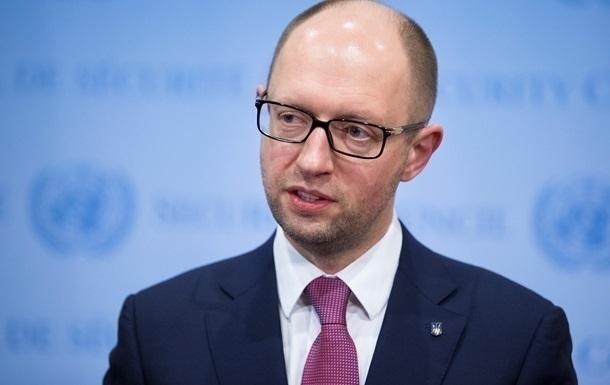 Яценюк обвинил Нацбанк в обвале гривны