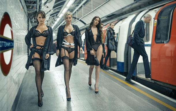На станції лондонського метро влаштували показ спідньої білизни
