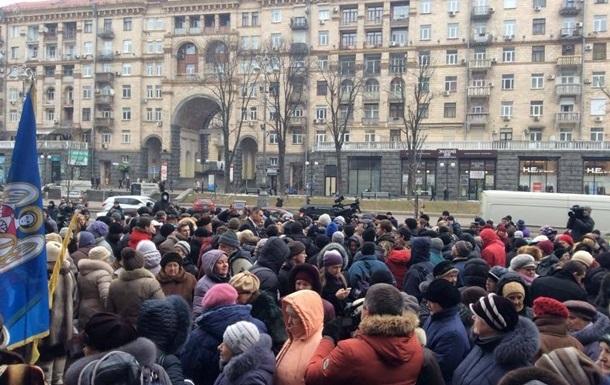 В Киеве участники  Марша белых платков  перекрыли Крещатик