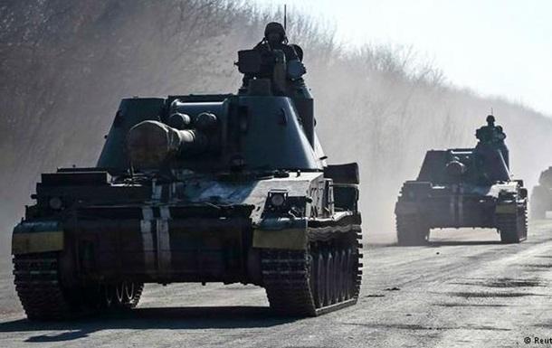 Штаб АТО: Украина создает все условия для отвода вооружений