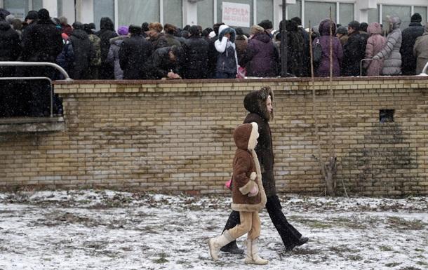 Обзор зарубежных СМИ: как Донбасс живет без денег