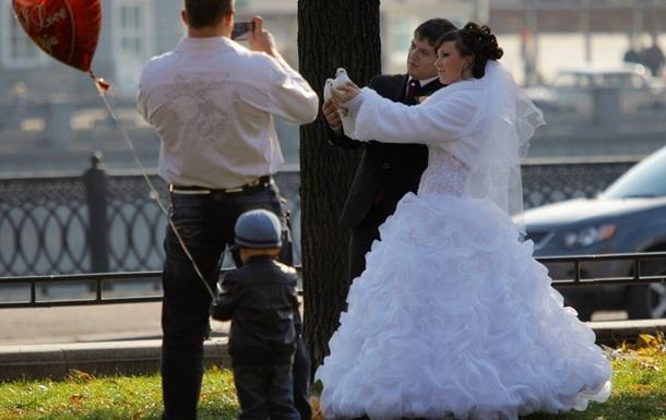 У Росії хочуть заборонити боржникам одружуватись