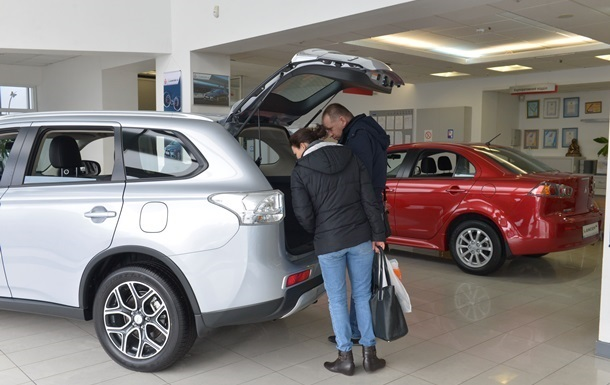 Продажи автомобилей в Украине упали в пять раз