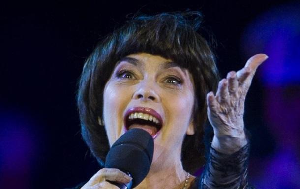 В России из-за кризиса отменили концерты Мирей Матье