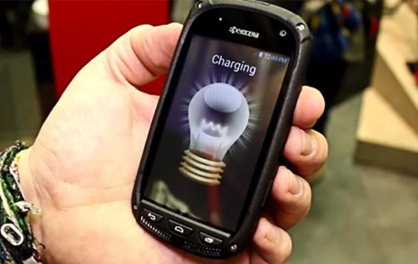 Розроблено смартфон, що працює на сонячній енергії