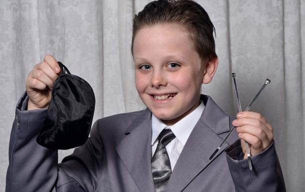 Британский ученик пришел в школу в костюме из фильма 50 оттенков серого