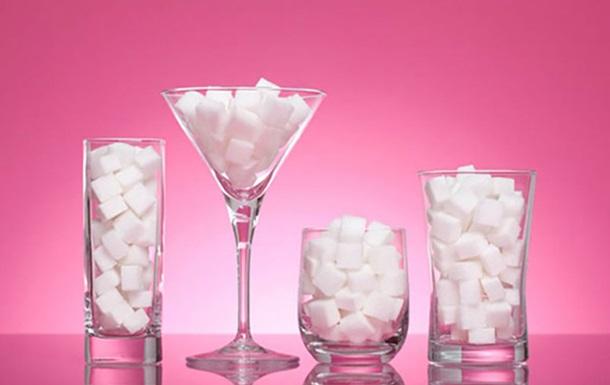 Лікарі розповіли, скільки цукру потрібно з їдати на день