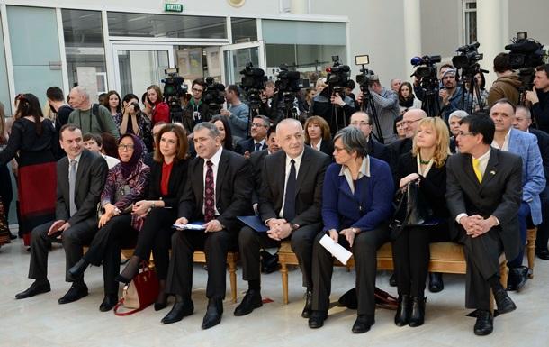 Послы 10 стран почтили память Шевченко стихами, российского не пригласили