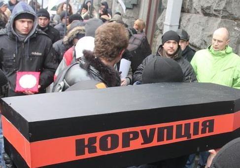 Подвійні стандарти київської влади по відношенню до наших та не наших