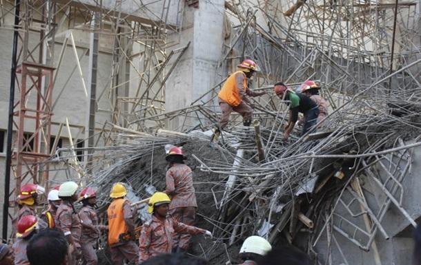 В Бангладеш рухнуло здание, под завалами - десятки людей