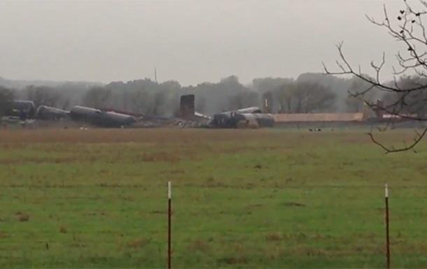 Поезд с метанолом сошел с рельсов в Техасе