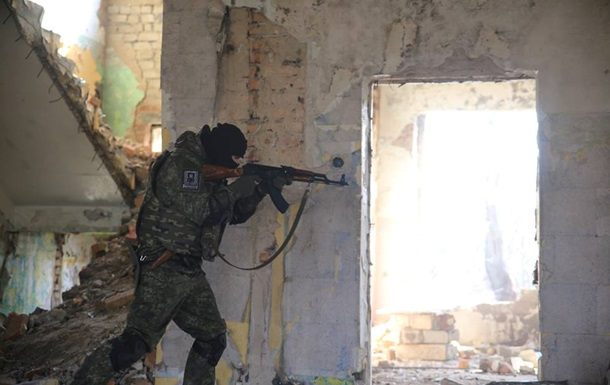 В Широкино идет бой, противник использует минометы -  Азов