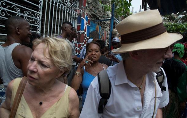 Пока туда не пришли США : туристы со всего мира спешат на Кубу