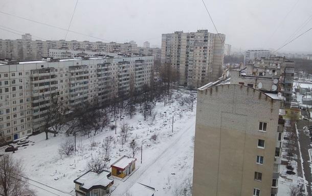 Харьков засыпало снегом, улицы расчищает техника