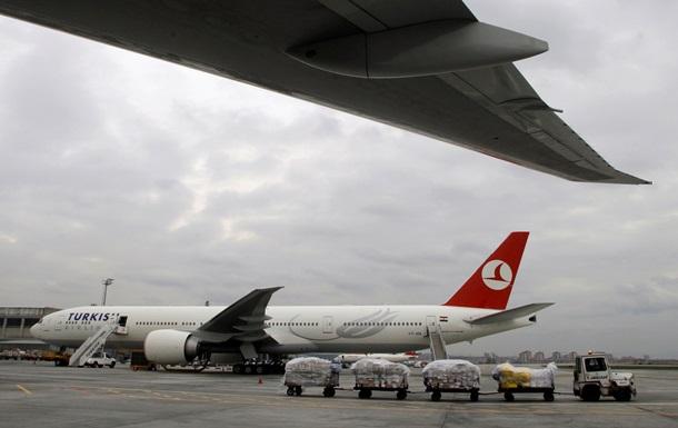 Турецький Боїнг здійснив екстрену посадку через загрозу вибуху