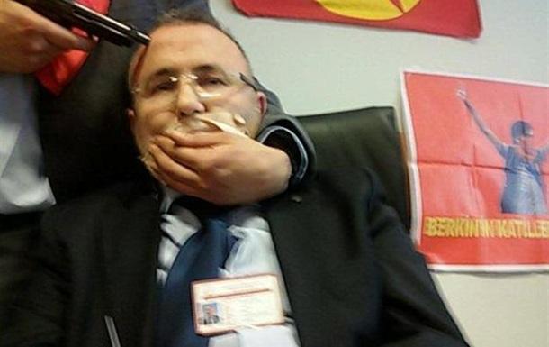 В Турции экстремисты захватили в заложники прокурора