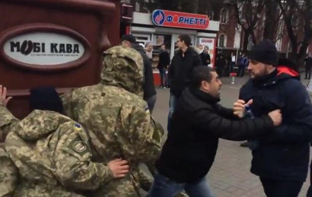 Киевска варта  показала власникові кав ярні  хто головний