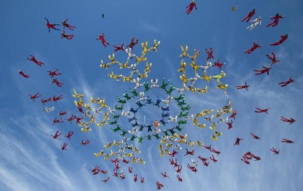 Українські парашутисти встановили новий світовий рекорд у Флориді