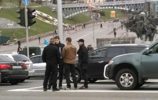 Бійці Азова в їхали в машину сина Порошенко. Відео