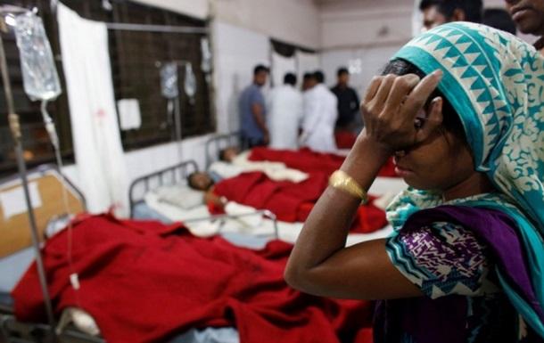У Бангладеш пасажирський автобус врізався в дерево, загинули 25 людей