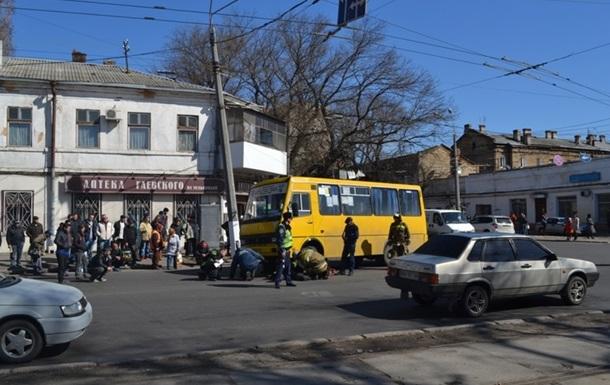 В Одессе водитель маршрутки не заметил и задавил женщину