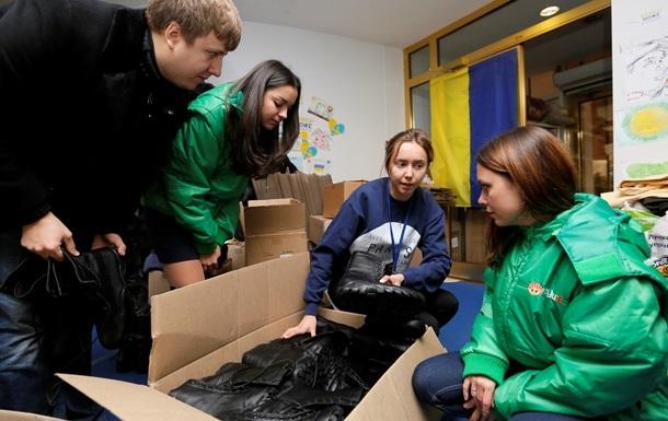 Украинцы доверяют волонтерам больше, чем церкви – опрос