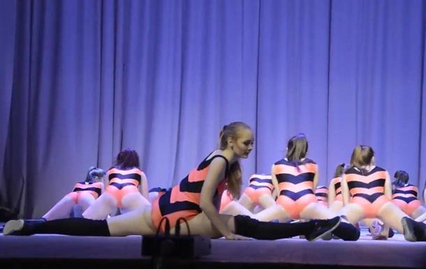 В Сети обсуждают тверк российских школьниц в  георгиевских  боди