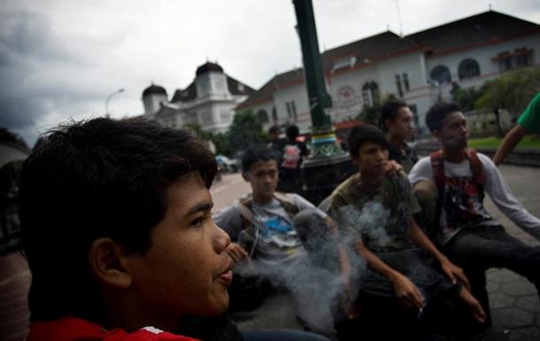 Шестирічний індонезієць обмежив споживання тютюну до 16 сигарет на день