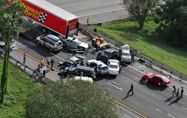 В США столкнулись 17 автомобилей, пострадали более 20 человек