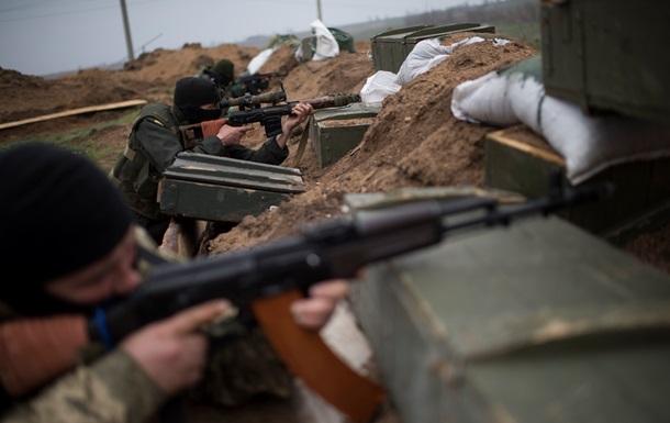 Против сил АТО в Песках выставили танки: идет бой