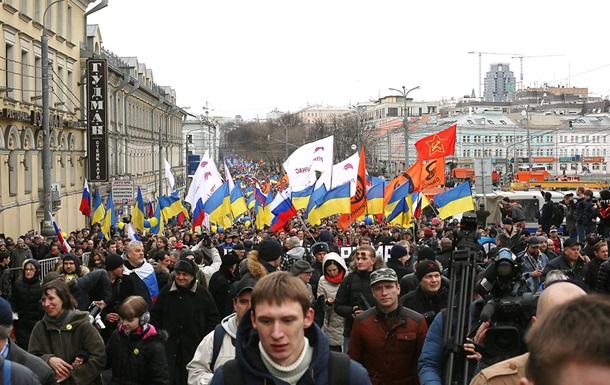Больше одного не собираться : протестная акция в центре Москвы