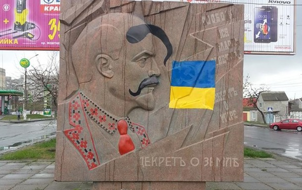 В Николаеве Ленина разрисовали под казака