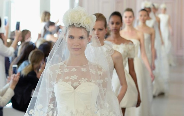 Классика, кружева и мини. Самые модные свадебные платья