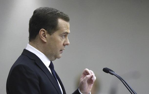 Медведєв: Санкції ставлять Росію в складне становище