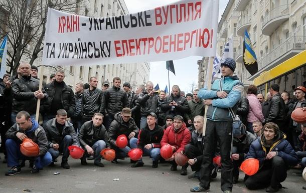 Яценюк поручил немедленно выплатить шахтерам 100 миллионов гривен