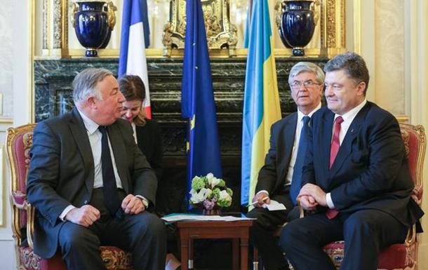 Порошенко закликав парламент Франції якомога швидше ратифікувати Угоду з ЄС
