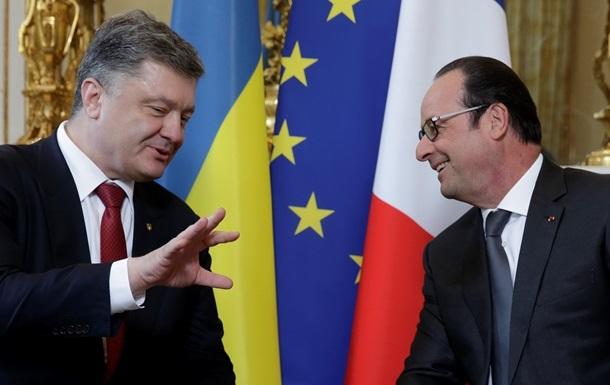 Порошенко у Франції анонсував референдум щодо НАТО