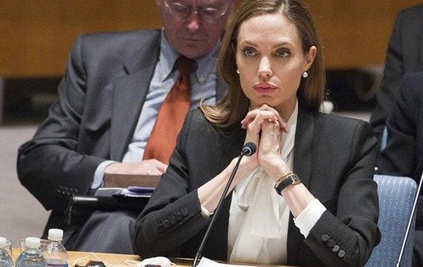 Джоли: Мир делает недостаточно для беженцев Сирии