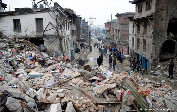 До Непалу надходить перша гуманітарна допомога