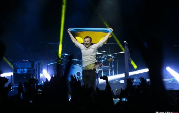 На концерті Океану Ельзи у Вітебську у глядачів відбирали українські прапори